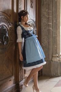 blaue-maid-3
